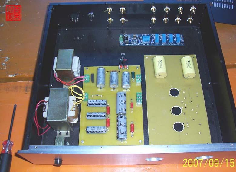 采用了多级阻容滤波,低压灯丝参考了美国arc胆前级中线路,采用7815三